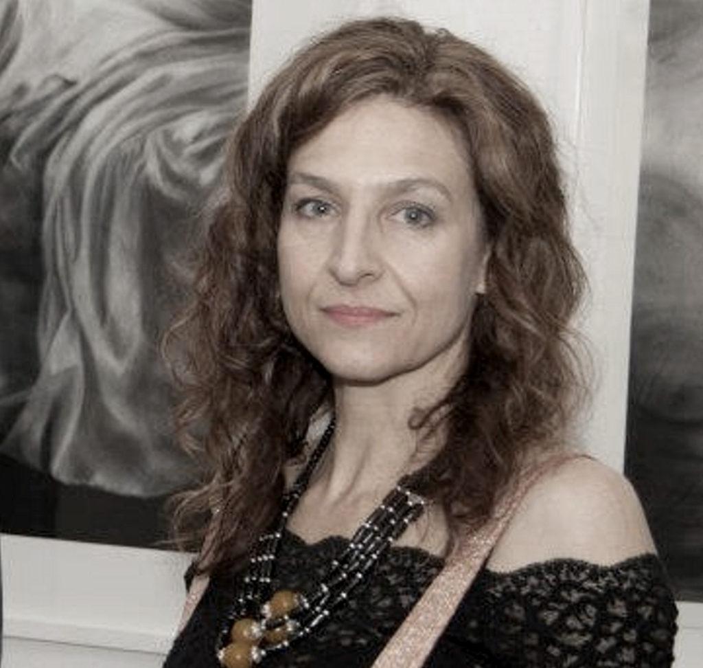 Lynette van Tonder neutral expression